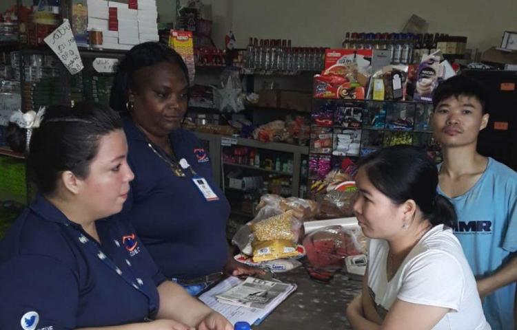 Inspeccionan comercios por prohición de plástico