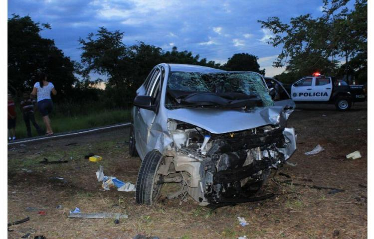 Tanganazo entre dos autos dejó seis heridos