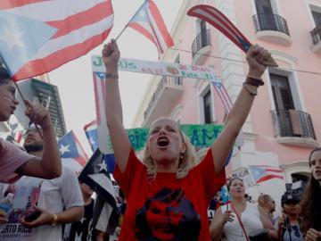 Responden a anuncio de no reelección del gobernador de P.Rico con protesta