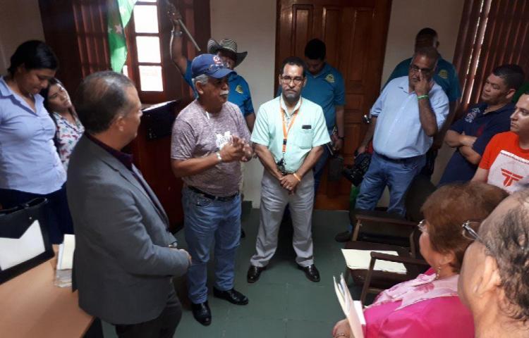Taxistas exigen el fin de negociados con los cupos