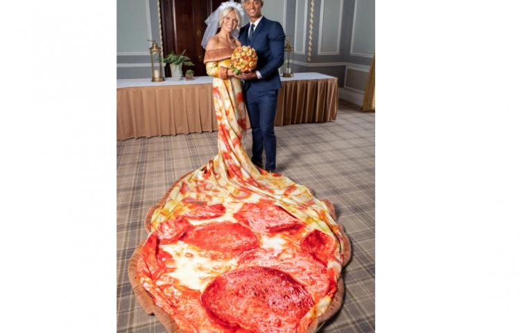 Luna de Miel paga si la novia se viste de pizza