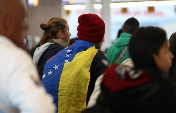 "Ecuador declara ""amnistía migratoria"" a venezolanos antes de aplicar visas"