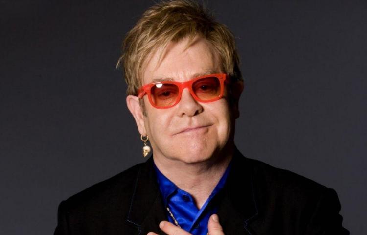 Elton celebra sus 29 años de sobriedad