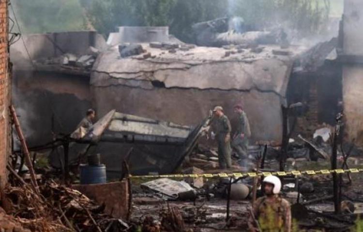 Accidente aéreo en Pakistán deja quince muertos