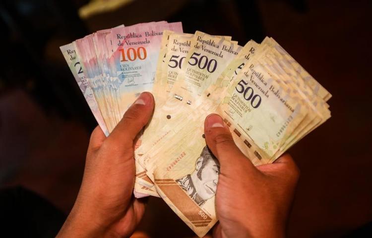 El salario mínimo de Venezuela cae hasta los 3,55 dólares