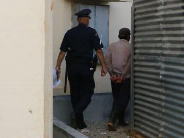 Prostituía a su hija menor y también abusaba de ella