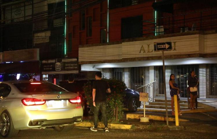 Área bancaria está convertida en zona de prostitución