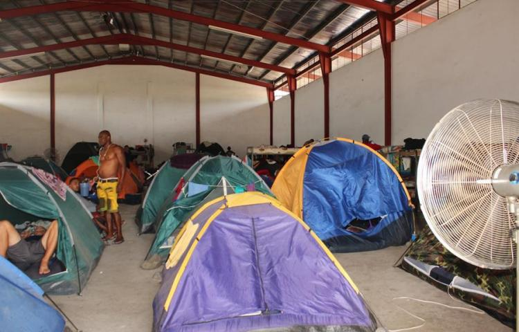 Dos mil migrantes permanecen en albergues fronterizos de Panamá