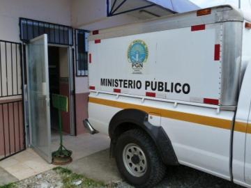 Hijastro lo encuentra colgando de una carriola en Panamá Este