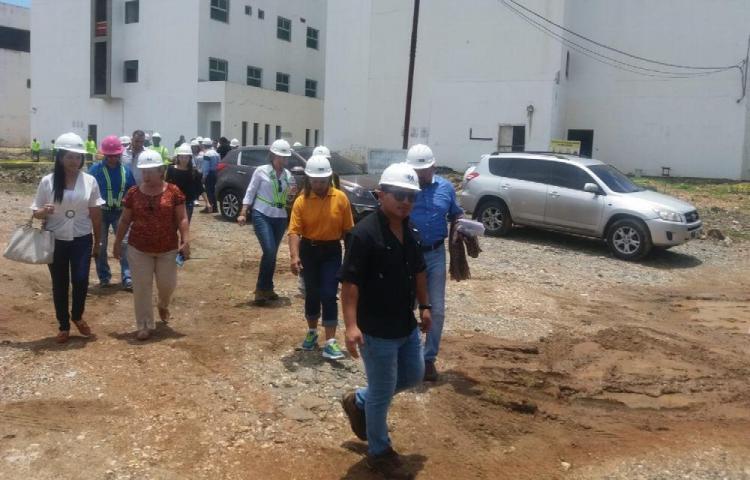 Denuncian gran atraso en obra del hospital de Colón