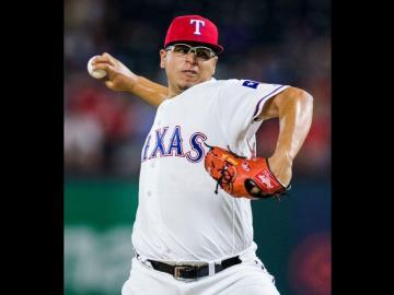 Jurado tira buena pelota, pero le falla la ofensiva de Los Rangers