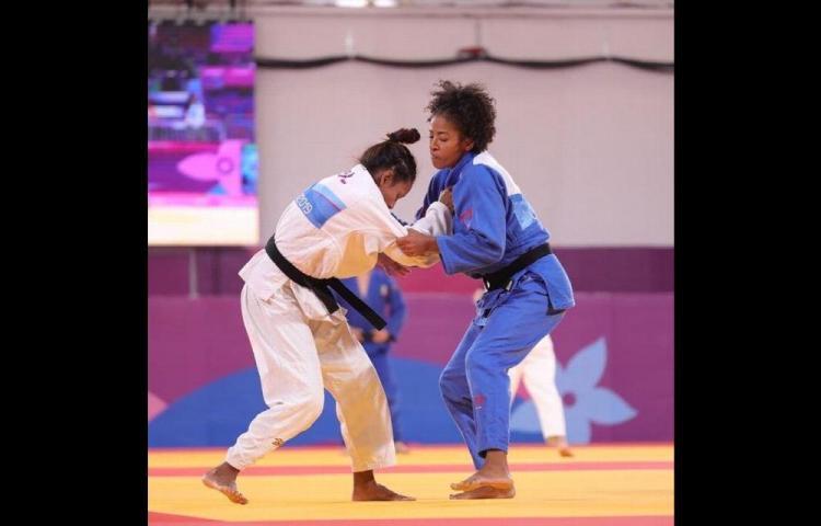 ¡Sacan el pecho!Héctor Cención en karate y Miryam Roper en judo