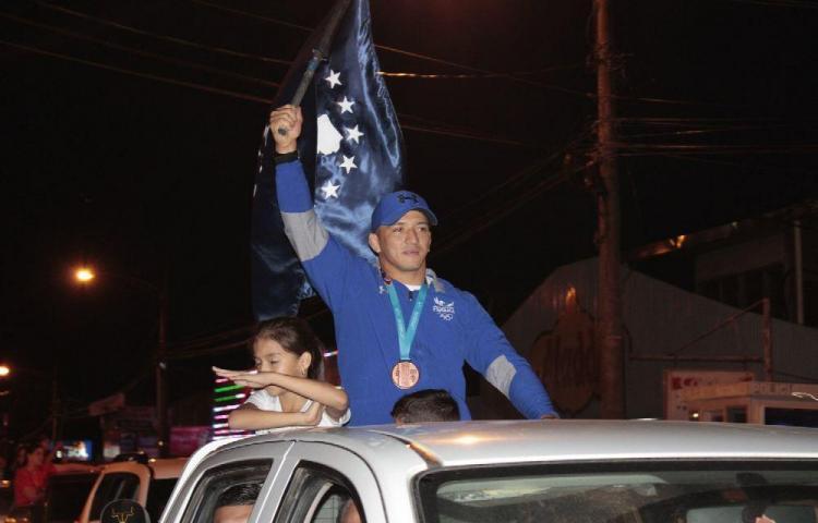 Alvis Almendra celebró el bronce con su gente