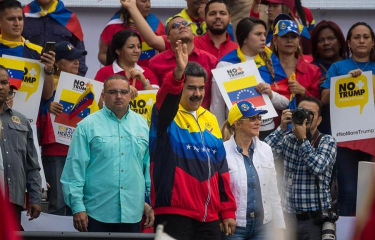 Chavistas recogen firmas contra el bloqueo de bienes venezolanos en EE.UU.
