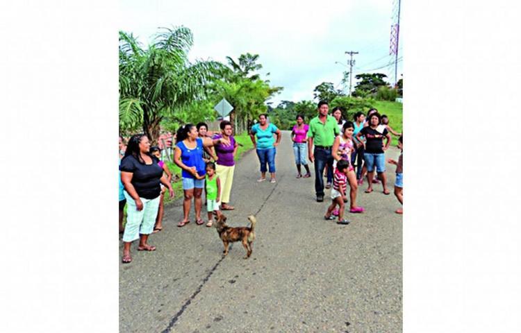 Arraijaneños cierran la calle en demanda de agua potable