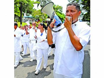 Técnicos de enfermería llaman a marcha para el 27 de agosto