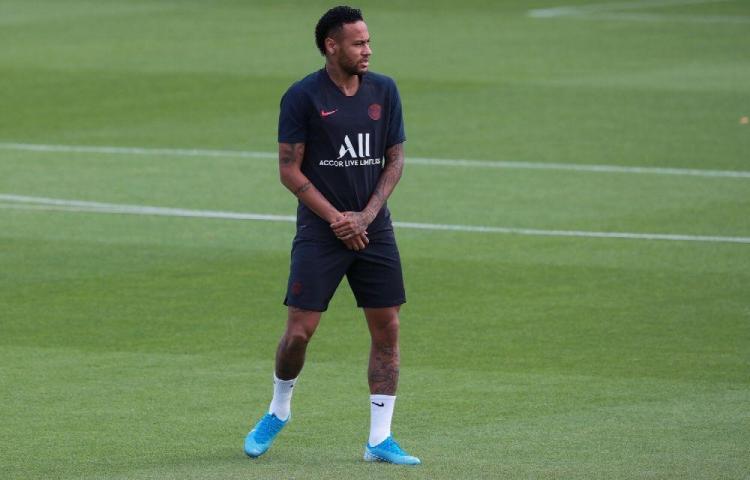 'Neymar, lárgate' le dicen los fans del PSG al astro