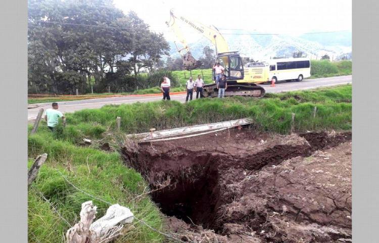 Por las fuertes lluvias se hunde tramo de vía en Cerro Punta
