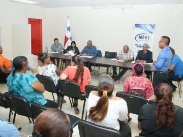 Miviot mantiene diálogo con grupos de invasores
