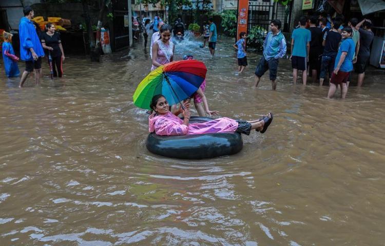 Suben a 156 muertos y un millón de evacuados por lluvias en el sur de India