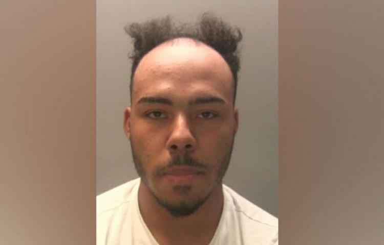 La Policía retira foto de fugitivo por ola de burlas en las redes