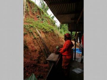 Deslizamientos de tierra, inundaciones y voladuras de techo en Colón