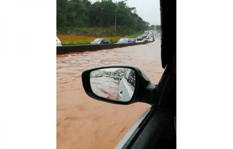 ¡Precaución! Loma Cová se encuentra inundada en ambos paños