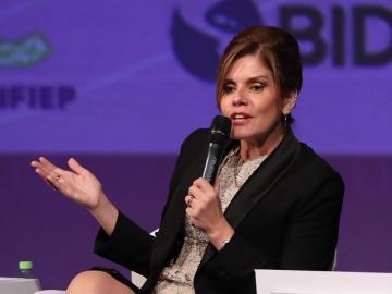 Renuncia de la vicepresidenta deja a Vizcarra sin bancada
