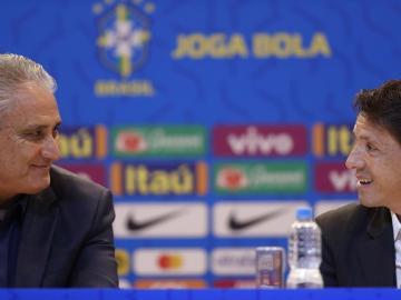 """Tite dice que Neymar está """"tranquilo"""" y a la espera de su salida del PSG"""