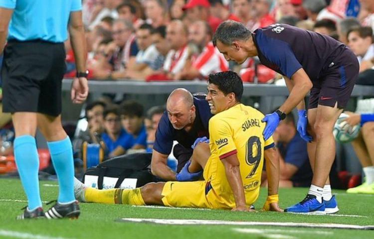 El Barcelona cae en su debut y Suárez se lesiona