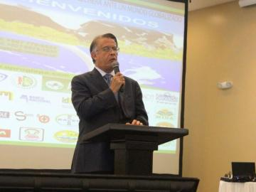 Autoridades del agro buscan rescatar al sector lechero