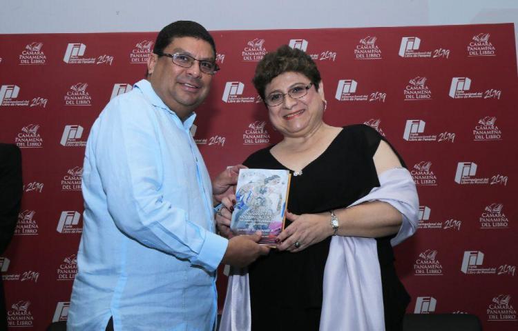 Entregan libros a ganadores del Ricardo Miró 2018