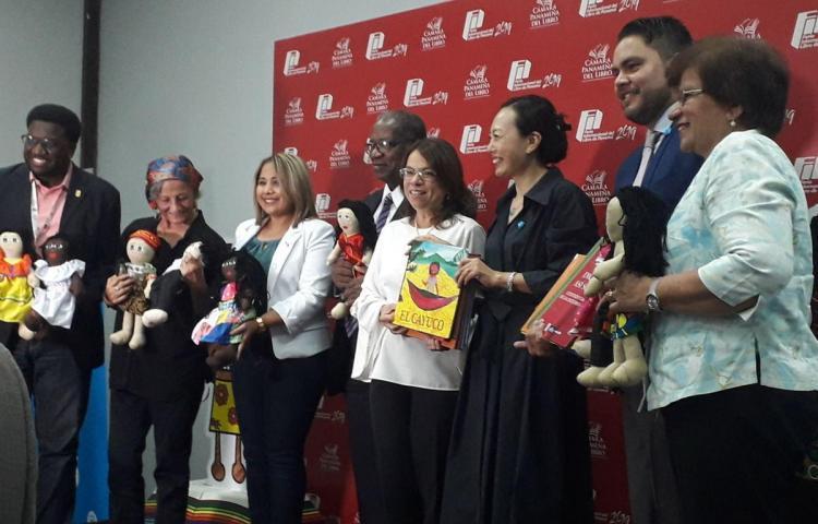 Lanzan colección de libros para preservar la interculturalidad