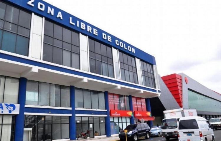 """En Colombia buscan """"acabar"""" con 30.000 clientes de la zona franca de Panamá"""