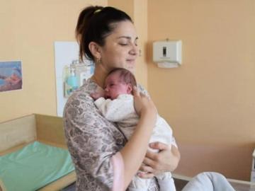 Da a luz dos meses después de su primer parto