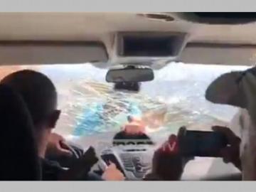 Ataca carro de turistas por críticas a su restaurante