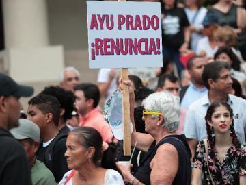 Ciudadanía realiza protesta a las afueras de la CSJ