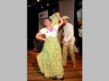Danzas y misa para festejar el Día Mundial del Folklore