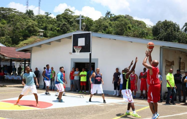 Exseleccionados de baloncesto realizaron amistoso con reclusos de El Renacer