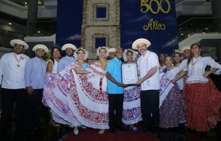 'Un honor celebrar el Día Mundial del Folclor'