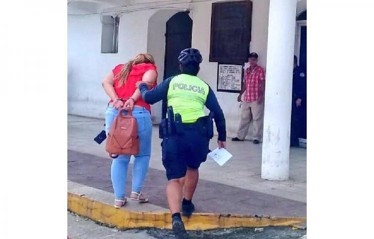 La detienen por robo de celular en Santiago