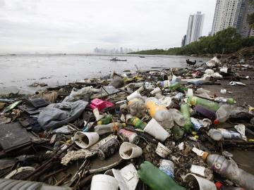 Cerca de 175.000 toneladas de basura llegan cada año a la Bahía de Panamá