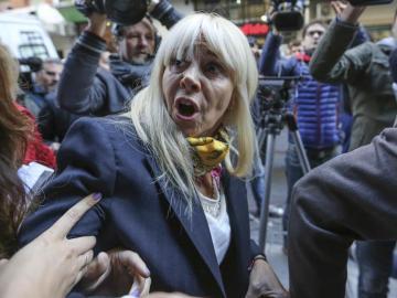 Registran departamento de la ex-esposa de Maradona a pedido del futbolista