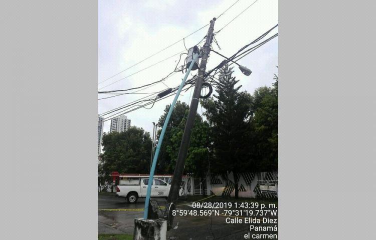 Fuerte tormenta acompañada de vientos, afectó el servicio eléctrico