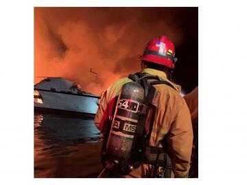 Al menos 4 muertos en el incendio de un barco cerca de la costa de California