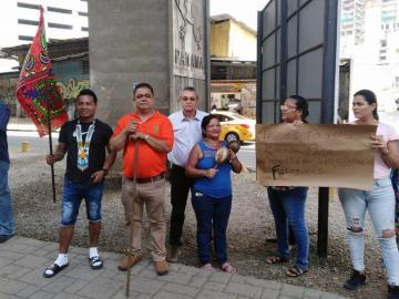 Protestan porque los dejaron sin baños en la calle 3 de Noviembre