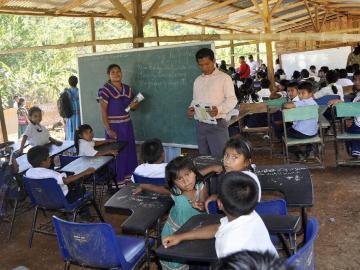Trasladan docentes que laboran en áreas de difícil acceso