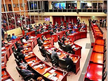 Impuesto a pasajeros en tránsito será discutido en la Asamblea