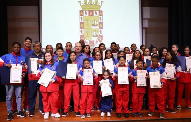 Panamá ganó el primer lugar en Competencia Internacional de Natación