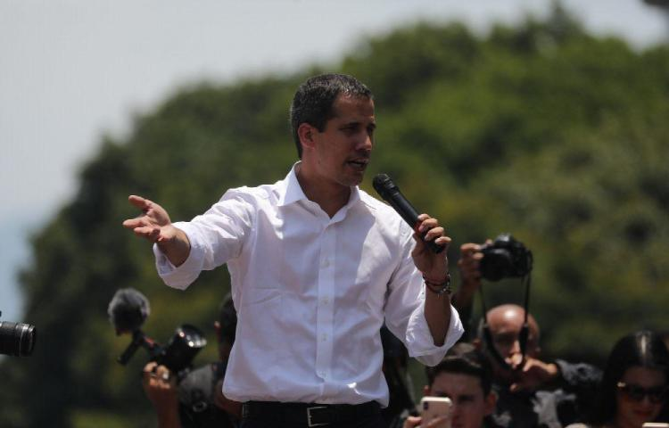 Guaidó dice que será presidente interino hasta lograr una elección